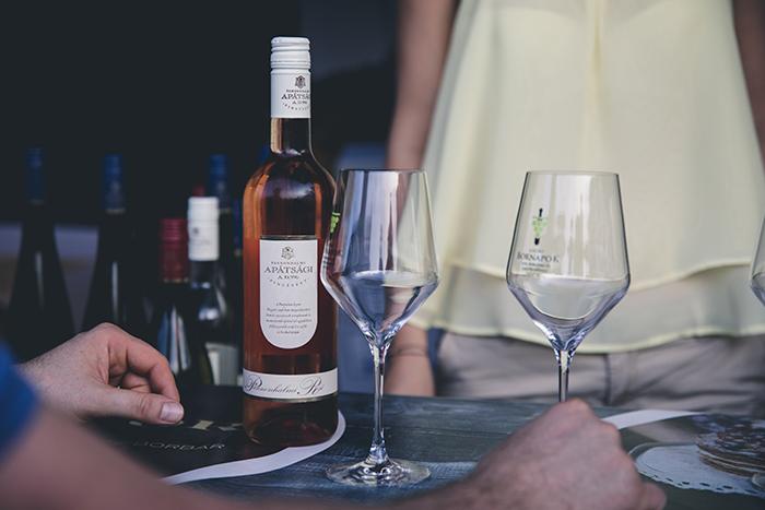 wijn op tafel, date