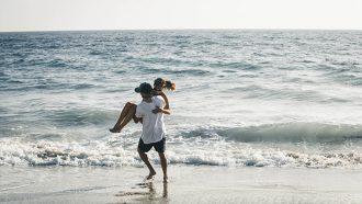 stelletje op strand, gezonde relatie