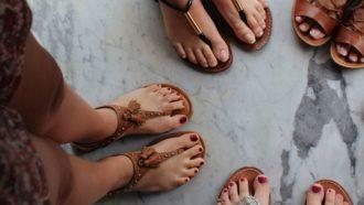 Vrouwen met platte schoenen