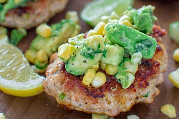 kipburger avocado mais zomerse recepten