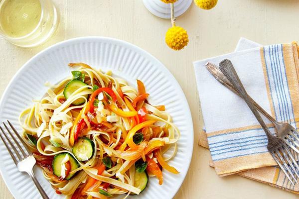 pasta courgette mozzarella zomerse recepten