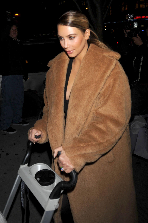 kim kardashian camel coat dupe outfit 01