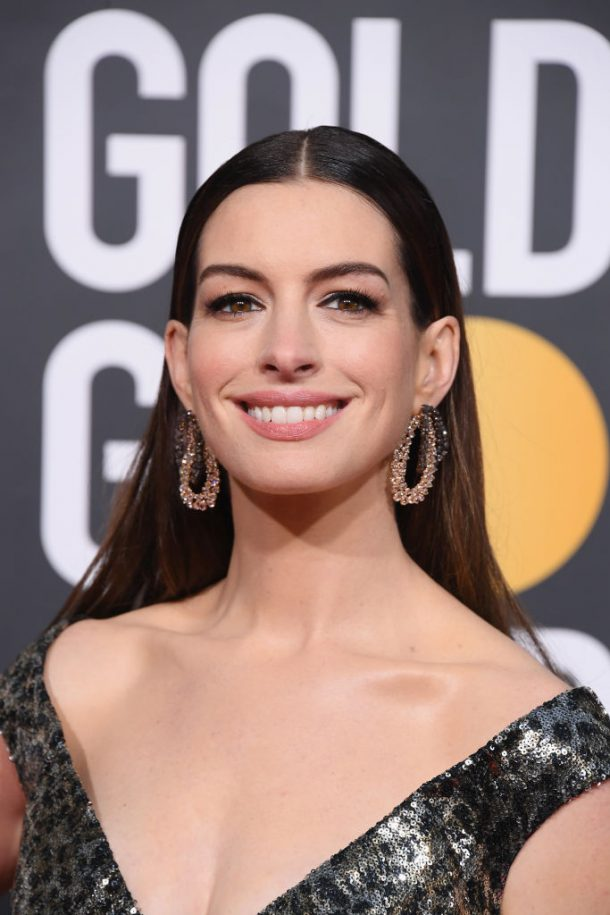 golden globes looks 2019 anne hathaway