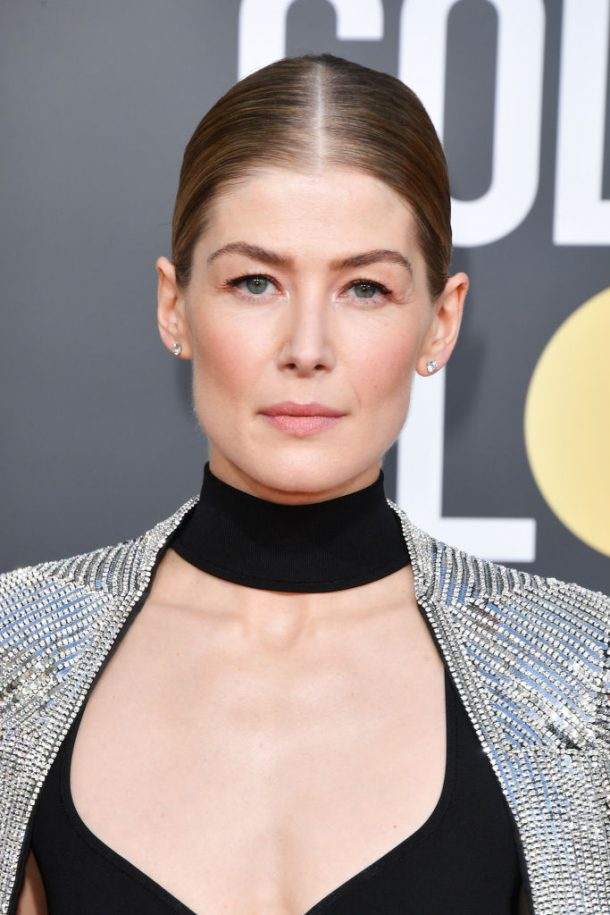 golden globes looks 2019 rosamund pike