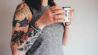 vrouwelijke tattoo artiesten