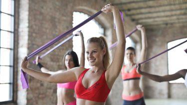 workout oefeningen weerstandselastiek